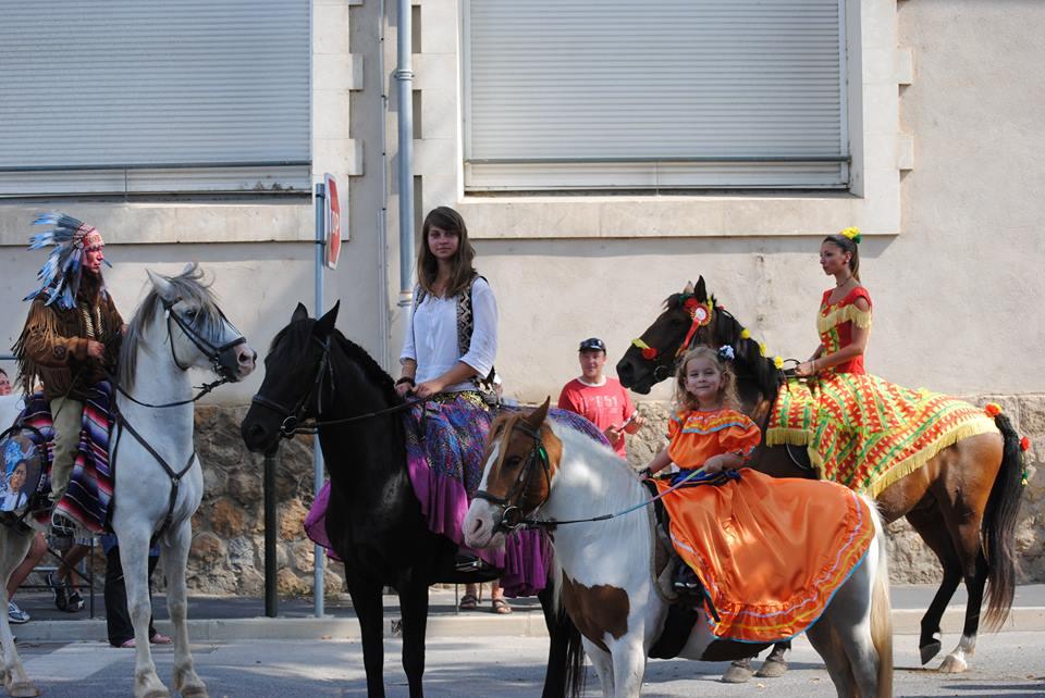Bénédiction des chevaux ( fête de la St Roch ) défilé costumé à Sérignan